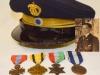 Πηλήκιο και μετάλλια του Τχη ε.α. Κυριάκου Αυλωνίτη (εξ Μον.Υπαξκων1912-1996 ο οποίος εικονίζετε στη φωτογραφία) από την Δράμα, ο οποίος έλαβε μέρος κατά την διάρκεια του Ελληνο-Ιταλικού πολέμου 1940-1941 στο Αλβανικό μέτωπο, και αργότερα κατά την περίοδο 1947-1949 στην περιοχή της Πελοποννήσου όπου και τραυματίστηκε δύο φορές (δωρεά υιού κ.Αυλωνίτη Χρήστου).