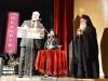 """Την Πέμπτη 2 Ιουνίου ο Μητροπολίτης Βεροίας, Ναούσης και Καμπανίας κ.Παντελεήμων στο πλαίσιο εορτασμών των ΚΒ΄ Παυλείων, και σε εκδήλωση που πραγματοποιήθηκε στην Στέγη Γραμμάτων και Τεχνών Βέροιας, παρουσία πλήθους κόσμου και επισήμων, τίμησε τον Κανέλλο Ντόντο με τον """"Χρυσό Σταυρό Α΄Τάξεως"""" της Μητροπόλεως για την ανιδιοτελή προσφορά του ως συλλέκτης και ως υπεύθυνος του Βλαχογιάννειου μουσείου.  Όπως τόνισε μεταξύ των άλλων ο Μητροπολίτης κατά την προσφώνησή του, ο Κανέλλος Ντόντος κατάφερε με μόχθο και προσωπική εργασία να αναδείξει το Βλαχογιάννειο μουσείο πανελλαδικά, και να έχει τεράστια πανελλαδική επισκεψιμότητα και όχι μόνο.   Ο τιμώμενος αφού ευχαρίστησε τον Μητροπολίτη για την μεγάλη τιμή που του επιφύλαξε η Μητρόπολη προς το πρόσωπό του, μεταξύ των άλλων τόνισε πως η στήριξη και η συμπαράσταση του Σεβασμιότατου, καθώς και η εμπιστοσύνη προς το πρόσωπό του από τον ίδιο ήταν οι θεμελιώδεις βάσεις για να υπάρξει αυτό το υπέροχο αποτέλεσμα με την ανάδειξη του  Βλαχογιάννειου μουσείου, ενώ επισημάνθηκε όλο νόημα πως  τα """"καλύτερα έπονται""""."""