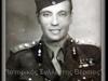 Φωτογραφία του Στρατηγού Γεώργιου Κουρούκλη όπου εδώ διακρίνεται σε φωτογραφία του 1941 με τον τότε βαθμό που έφερε ως Τχης (ΠΒ). Πατέρας του ήταν ο Στρατηγός Ανδρέας Κουρούκλης και αδελφός του ήταν ο Λοχαγός (ΠΖ) εξ εφέδρων του Ελληνικού Στρατού Κωννος Κουρούκλης ο οποίος σφαγιάστηκε το 1943 από συμμορίες κομμουνιστών ανταρτών, ενώ την ίδια τύχη είχε το 1949 και η σύζυγος του Κωννου Κουρούκλη, η Αφροδίτη το γένος Μπακοπούλου την οποία έσφαξαν με κουτί κονσέρβας Σλαβο-«Μακεδόνες» αντάρτες του Ε.Λ.Α.Σ. Να επισημάνουμε πως ο Κωννος Κουρούκλης και η σύζυγος του Αφροδίτη το γένος Μπακοπούλου που σφαγιάστηκαν από τους κομμουνιστές ήταν οι γονείς της ηθοποιού Ζωής Κουρούκλη, που έγινε γνωστή με το καλλιτεχνικό ψευδώνυμο Λάσκαρη (Ζωή Λάσκαρη). Ο Γεώργιος Κουρούκλης εισήχθη στη Στρατιωτική Σχολή Ευελπίδων [Σ.Σ.Ε.] από την οποία αποφοίτησε το 1922 με το βαθμό του Ανθυπολοχαγού (ΠΒ), ενώ ήταν τελειόφοιτος του Εθνικού Μετσόβιου Πολυτεχνείου και μιλούσε τη Γαλλική γλώσσα. Τη νύχτα της 28ης Φεβρουαρίου προς την 1η Μαρτίου 1935 όταν ξέσπασε το στρατιωτικό κίνημα επικεφαλής του οποίου ήταν ο Ελευθέριος Βενιζέλος, ο Γεώργιος Κουρούκλης ως υπασπιστής του Γεωργίου Κονδύλη πρωταγωνίστησε στο Βασιλικό αντικίνημα που κατάργησε το καθεστώς του Βενιζέλου όπου επανήλθε ο θεσμός της Βασιλείας στην Ελλάδα. Στη διάρκεια της Γερμανικής επιθέσεως στην Ελλάδα τον Απρίλιο του 1941, ήταν διοικητής της Δ' Μοίρας Πεδινού Πυροβολικού με το βαθμό του Ταγματάρχη Πυροβολικού, ο οποίος έφερε καίρια πλήγματα στον εχθρό, καθώς ο τότε Τχης Γεώργιος Α. Κουρούκλης ως Διοικητής της Δ' Μοίρας Πυροβολικού ήταν εκείνος ο οποίος, μαχόμενος κατά των Γερμανικών Ενόπλων Δυνάμεων όχι μόνον επολέμησε μέχρι τελευταίας σφαίρας, αλλά μετά την εξάντληση των πυρομαχικών της Μοίρας του, διέταξε τους Στρατιώτες του να τον ακολουθήσουν σε συντεταγμένη έφοδο κατά των Γερμανών με εφ' όπλου λόγχη, καταφέρνοντας να τους απωθήσει και να τους τρέψει σε άτακτη υποχώρηση. Στην συνέχεια συμμετείχε στην Εθνική Αντίσταση και στις επιχειρ