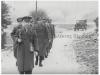 Φωτογραφία του 1947 όπου εμφανίζει τμήμα της ''Ελληνικής Βασιλικής Χωροφυλακής'' να κινείται οδοιπορικώς με τον επικεφαλής αξκο στα περίχωρα της πόλης των Ιωαννίνων για την ανεύρεση και σύλληψη συμμοριτών.