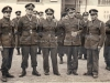 Σχολή Χωροφυλακής ΄΄Λαυρίου-Αττικής΄΄. Αναμνηστική φωτογραφία εκπαιδευομένων οπλιτών της Βασιλικής Χωροφυλακής το 1949, όπου πρώτος δεξιά διακρίνεται ο τότε 19χρονος οπλίτης – Χωροφύλακας Σωτήριος Καν. Ντόντος.
