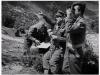 Φωτογραφία του 1948 από τις εκκαθαριστικές επιχειρήσεις στην ορεινή περιοχή του Ολύμπου όπου εμφανίζει αξκους του Ελληνικού Στρατού να παρατηρούν κινήσεις και θέσεις των συμμοριτών.