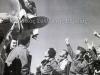 Φωτογραφία κατά την περίοδο 1942-1944 στην Μέση Ανατολή, όπου δείχνει Έλληνες πιλότους να πανηγυρίζουν μετά την επιστροφή τους από επιτυχημένη αποστολή.