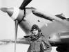 Φωτογραφία όπου εμφανίζει κατά την διάρκεια του Β΄ΠΠ τον τότε επισμηναγό Ξενοφών Βαρβαρέσο ως Διοικητή της 335 Μοίρας Διώξεως στην Αίγυπτο, να στέκεται μπροστά από το αεροσκάφος του ''Hawker Hurricane Mark I'', όπου όλα τα αεροσκάφη της Μοίρας έφεραν τις σημαίες και τα χρώματα της Ελληνικής Πολεμικής Αεροπορίας.