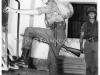 φωτογραφία όπου εμφανίζει το 1956 τον τότε 16χρονο διάδοχο Κωννο ως εκπαιδευόμενο στο ''Κέντρο Εκπαιδεύσεως Μονάδων Καταδρομών'', ενώ διακρίνεται και ο ''Ομαδάρχης Εκπαιδευτής'' του ο τότε Μον.Λοχίας κ.Σαββάνης Γεώργιος (η πρωτότυπη φωτογραφία ανήκει στον κ.Νικόλαο Τσαμίλη)