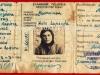 Δελτίο Ταυτότητας της Μαρίας Αδαμαντίου που εκδόθηκε την 27-03-1944 στα Ιωάννινα κατά την διάρκεια της Γερμανικής κατοχής, και η οποία ταυτότητα εκτός του ότι φέρει την Γερμανική σφραγίδα όπως γίνετε αντιληπτό αναγράφει τα στοιχεία στην Ελληνική και στην Γερμανική γλώσσα (δωρεά κ.Δημητρίου Βλάχου).