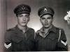Τα αδέλφια Σωτήριος και Αριστείδης Ντόντος σε αναμνηστική φωτογραφία ως χωροφύλακες
