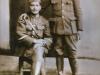 Αναμνηστική φωτογραφία του Κανέλλου Ντόντου του Αριστείδη (όρθιος ο παππούς μου) με συνάδελφό του στην Κιουτάχεια της ''Μικράς Ασίας'' το 1921,όπου έλαβε μέρος μεταξύ άλλων και στην ομώνυμη μάχη ως Ιππέας-σκοπευτής πολυβόλου.