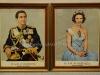 Κορνίζες του Βασιλέα Κωννου και της Βασίλισσας Άννας-Μαρίας οι οποίες κορνίζες ήταν αναρτημένες κατά την περίοδο 1964-1971 σε δημόσια Υπηρεσία της πόλης Βέροιας, και βρέθηκαν πρόσφατα εγκαταλελειμμένες σε αποθηκευτικό χώρο σε άριστη κατάσταση (δωρεά κ. Σάσα Βούγιτς).