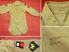 Αμερικάνικο θερινό πουκάμισο στολής εξόδου της δεκαετίας του 1950 με τα διακριτικά της 1ης Αμερικανικής Στρατιάς.