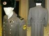 Ρωσική χλαίνη και γούνινο καπέλο προστασίας υψηλού ψύχους οπλίτη των τεθωρακισμένων δεκαετίας του 1970, περίοδο της πρώην Ε.Σ.Σ.Δ. (δωρεά κ. Αργύρη Ταραλά).