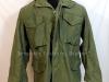 Αμερικάνικο φαιοπράσινο ''Jacket Μ65'', το οποίο χρησιμοποιήθηκε ευρέως και από τα μόνιμα στελέχη του Ελληνικού Στρατού έως και την δεκαετία του 1990 (δωρεά κ.Πέτρου Ιωάννου).