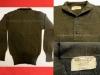 Αμερικάνικο πουλόβερ του 1950, το οποίο χορηγήθηκε επίσημα στον Ελληνικό Στρατό σε όσους συμμετείχαν στον πόλεμο της Κορέας και στα ΛΟΚ, ενώ χρησιμοποιήθηκε κυρίως από τα μόνιμα στελέχη έως και την δεκαετία του 1990 λόγω της άριστης κατασκευής του (δωρεά κ.Βασίλειου Βάρσου).