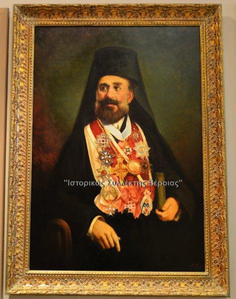 Ζωγραφικός πίνακας διαστάσεων 1,50 Χ 0,50 που απεικονίζει τον ηρωικό Μητροπολίτη Καστοριάς Γερμανό Καραβαγγέλη που διαδραμάτισε σημαντικό ρόλο στη διάρκεια του Μακεδονικού Αγώνα καθώς και του Ποντιακού Ελληνισμού οργανώνοντας ανταρτικά σώματα ,και ο οποίος πίνακας κοσμεί την είσοδο του μουσείου.